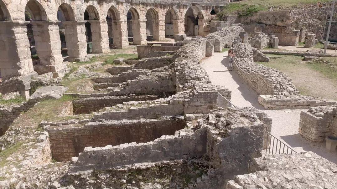 Zum Amphitheater Pula